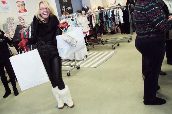 shopper_white_boots
